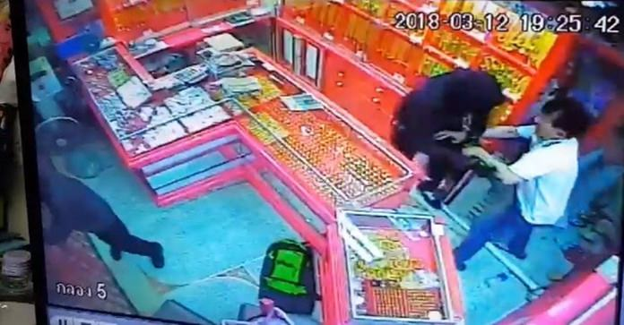 Mohammed Ibrahim Ma Ai-malki and Ahishah Udomwattananont attacked gold shopkeeper Banjong Noporatwith a crowbar after he interrupted the break-in and tried to fight off the burglars.