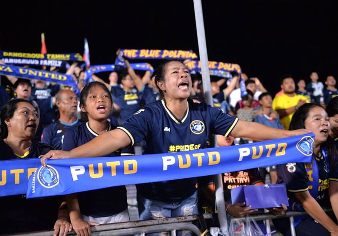 Dolphin fans try to rally their team against Bangkok United. (Photo/Pattaya United FC)