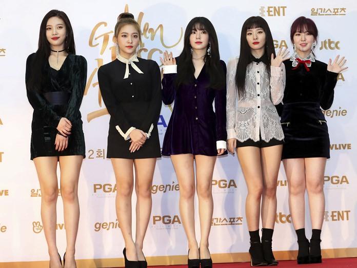 Members of South Korean popular girl band Red Velvet pose for photographers in this Jan. 10, 2018, photo. (Lim Tae-hoon/Newsis via AP)