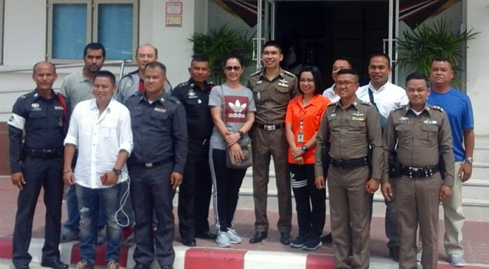 Business owners, residents and fellow officers welcome Pol. Col. Chitdecha Songhong (center) as the new Nongprue police chief.