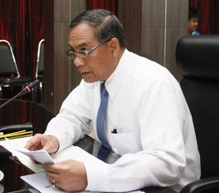 City Councilman Adm. Srivisut Rodarun said, with no plans on the horizon to bury power and communications wires on Sukhumvit Road, Pattaya wants the current mess cleaned up.