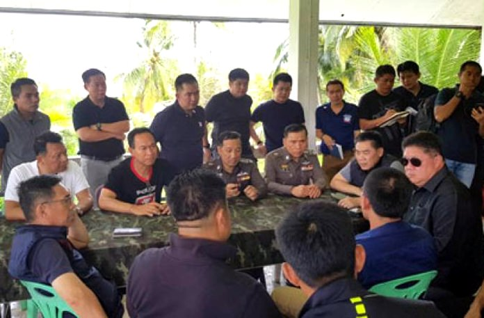 Krabi massacre suspects are questioned in this file photo. (Photo INN News)