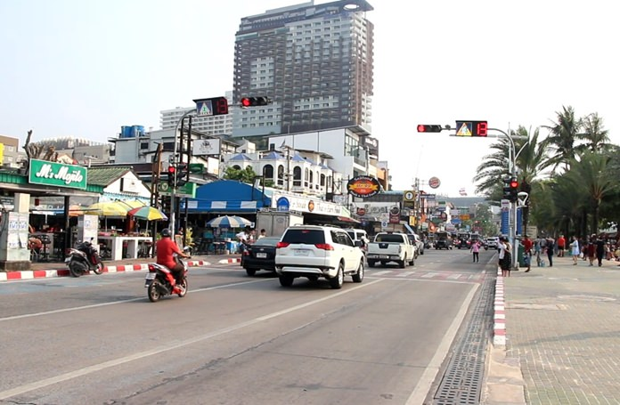"""Pattaya authorities say traffic lights on Beach Road are fully functional but being ignored 40 percent of the time. Traffic Department Director Anuwat Thongkham said the much-maligned pedestrian-crossing lights do, in fact, all work, and """"60-70 percent of the time"""" cars will stop for lights, but those moving at higher speeds blow right on through."""