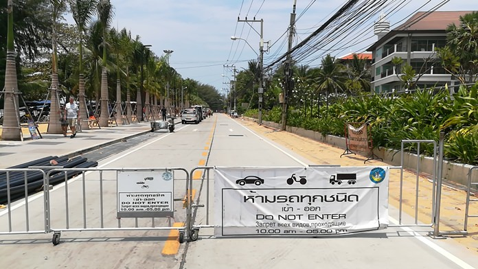 Residents near the entrance to Dongtan Beach have been sharing photos of drivers ignoring signs banning vehicles and parking on the beach from 10 a.m. to 5 p.m.