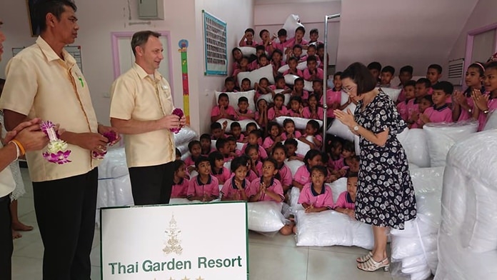 The children and Radchada Chomjinda say thank you to Thai Garden Resort GM Danilo Becker, Executive Assistant Manager Sanich, and Director of Sales Panom Anuan.