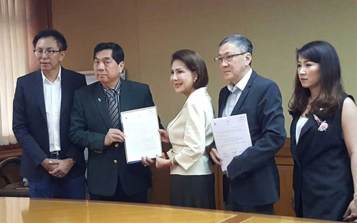 Chairperson of the Thai Duty Free Shop Trade Association, Ravitha Pongnuchit and Executive Director of the Thai Retailers Association Chartchai Tuongratanaphan submit an open letter to the Prime Minister through Deputy Permanent Secretary to the PM's Office, Sompas Nilapund.