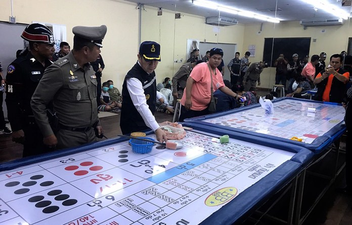 Banglamung District Chief Naris Niramaiwong and Pattaya Police Chief Apichai Kroppech led officers and soldiers to arrest seventeen people at an underground casino in South Pattaya.