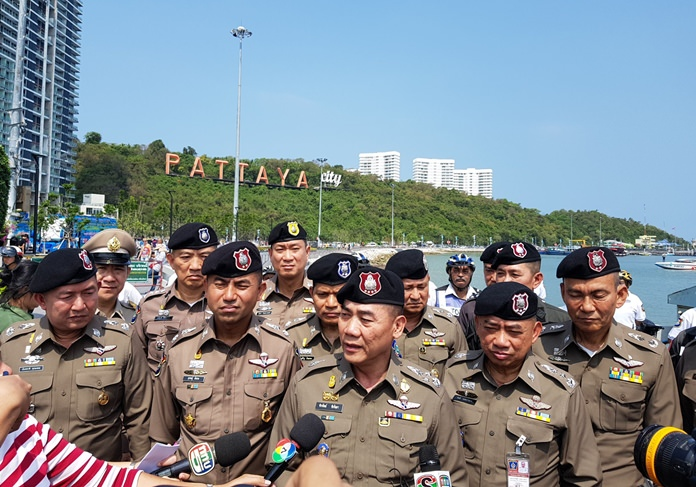National police chief Pol. Gen. Chakthip Chaijinda visited his troops in Pattaya to boost morale before Songkran.