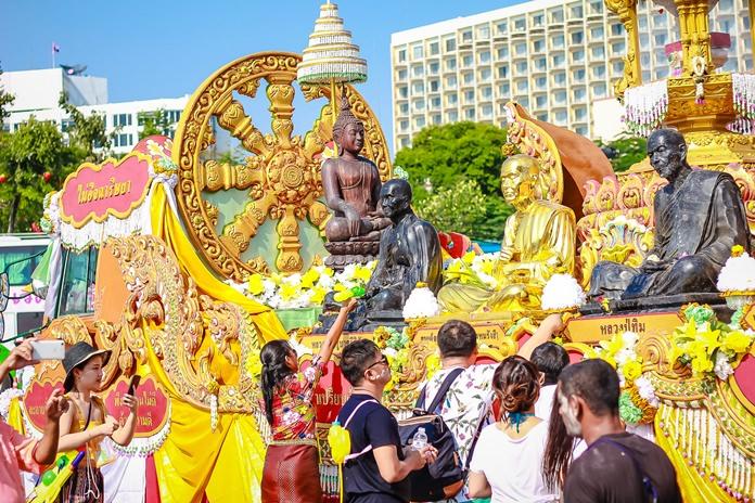 The relics parade makes it way to through Central Pattaya.