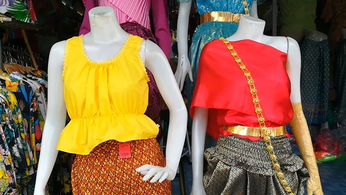 """Thai-period dress, especially from the Ayutthaya Era, was more popular than floral shirts during Songkran in Pattaya this year thanks to the hit television show """"Buppaysanniwad""""."""