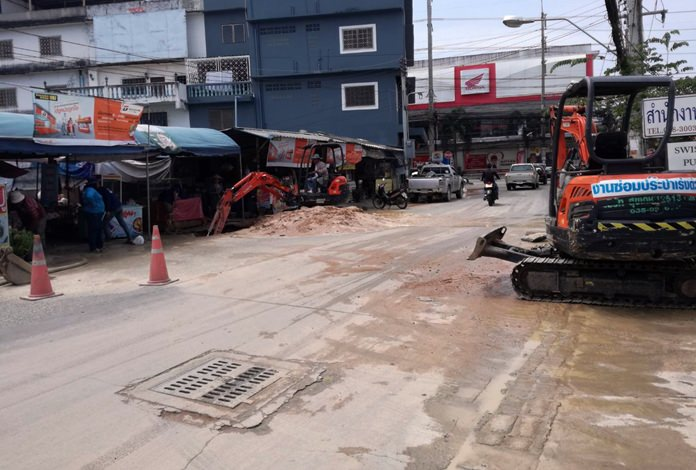 The Provincial Waterworks Authority repaired a burst water pipe on Soi Khopai following a sudden break.
