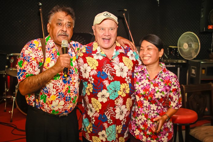 Peter Malhotra thanks David Chappell and Nachladda Nammontree 'Gaye' for hosting a most meaningful Rotary Songkran Fellowship.
