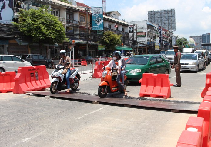 A steel plate laid over a construction zone on North Road caused traffic mayhem after it came loose.