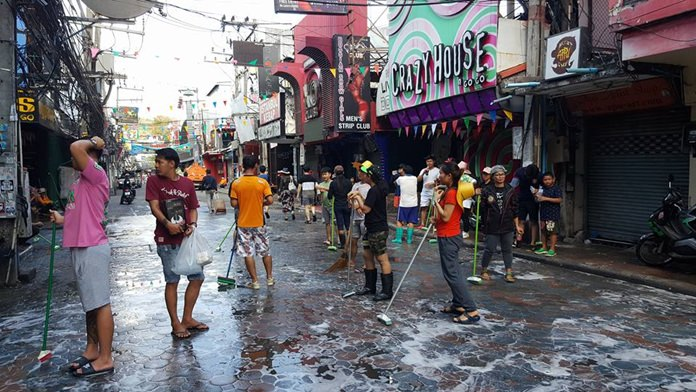 Pattaya sanitation workers joined shop owners, restaurateurs and bar operators to hose down the street, scrub off powder and pick up all the trash scattered over the previous two weeks.