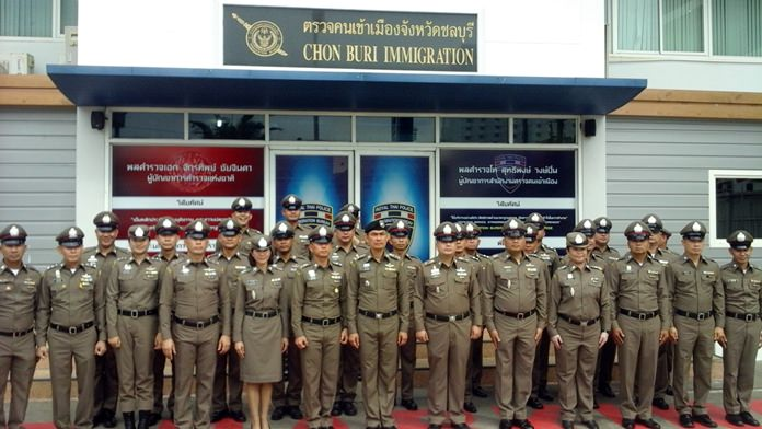 Pol. Col. Manat Kachareewongsa (center wearing beret) poses with officers on his inspection trip to Chonburi Immigration Jomtien office.