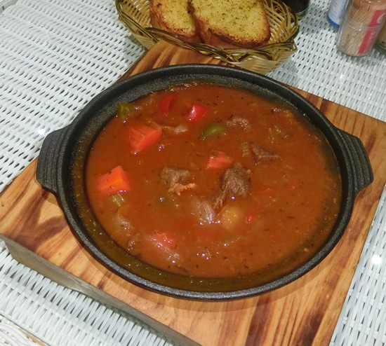Goulash in the cast iron plate.