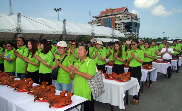 Hundreds of Chonburi farmers prayed to 1,198 pig heads in hopes of having a better year.