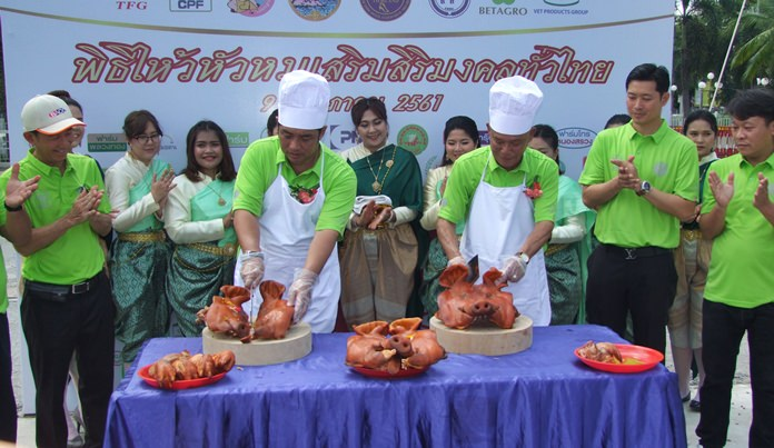 After the prayer sessions Sonthaya Kunplome and Surachai Suthitham prepared the pig heads for distribution.