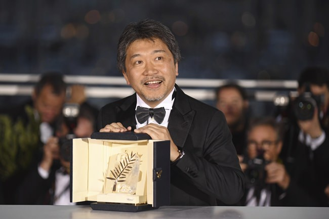 Director Hirokazu Kore-eda holds the Palme d'Or for the film 'Shoplifters' following the awards ceremony at the 71st international film festival, Cannes, southern France, Saturday, May 19. (Photo by Arthur Mola/Invision/AP)
