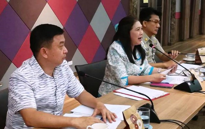 Ornwora Kornpin (center) announces the revival of the Pattaya International Fireworks Festival.