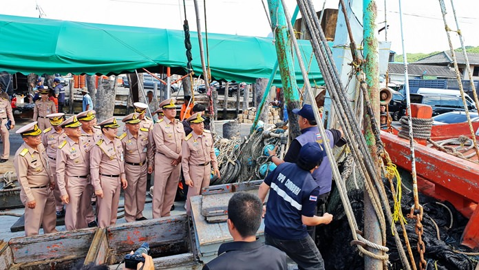 Adm. Pichet Thanasret and his team conducted a thorough inspection of fishing boats at Samae San pier.