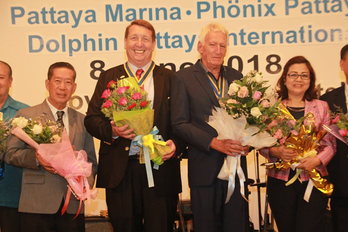 DGE Maruai Jintabunditwong (left) and DGE Wimon Kachintaksa (right) congratulate Peter Schlegel (Phoenix Pattaya) and Brian Songhurst (Eastern Seaboard) on their re-installation as presidents of their respective clubs.
