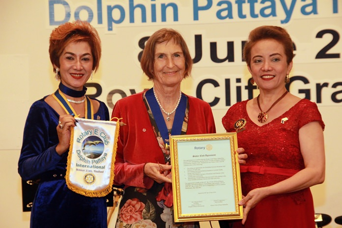 A Sister Club agreement was signed between the Rotary Club of Pasay Maharika, Philippines, represented by PP Elma Perello-Lagamson (right), and the Rotary E-Club of Dolphin Pattaya International represented by PE Maneeya Engelking (left) and Pres. Dr Margret Deter.