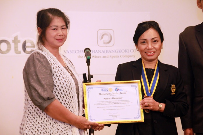 Pres. Gaye presents the Meritorious Service Award to Panisara Hansamutr and Paweesuda Hansamutr, her two most trusted assistants throughout the year.
