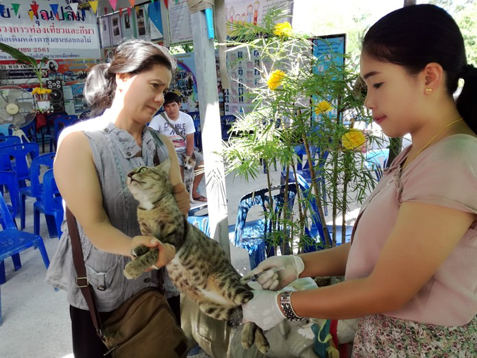 The front line on Pattaya's war on rabies moved to the Soi Khopai and Thappraya communities with public health workers offering free pet vaccinations.