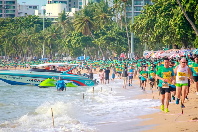 Runners and walkers line Pattaya beach as they pursue their quest for glory. Over 3,000 people took part in the annual event.