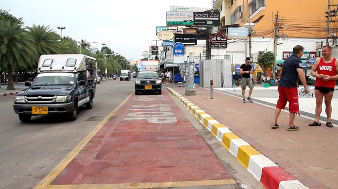 Pattaya plans to build more bus stops on Beach and Second roads in another attempt to bring order to baht bus chaos.