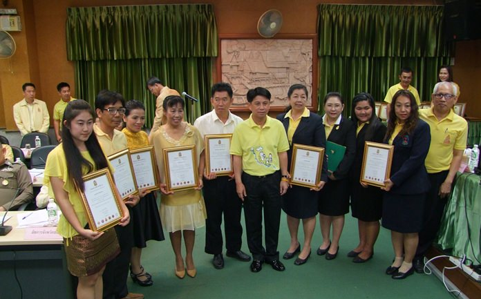 Gov. Pakarathorn Thienchai presented certificates from the Chonburi Education Institute to the staffers from Wat Kha Pai, Wat Boonsampan and Nantonwit schools for their efforts to keep kids off drugs.