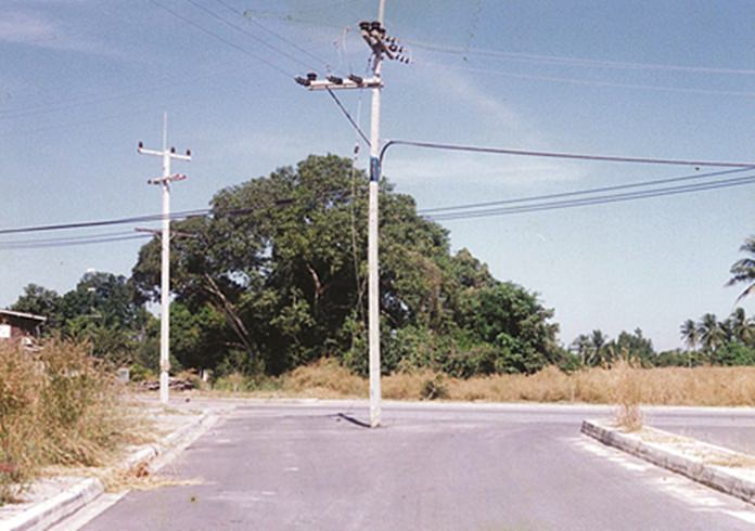 1997 - Stumper of the week? Why is this pole in the middle of the road?