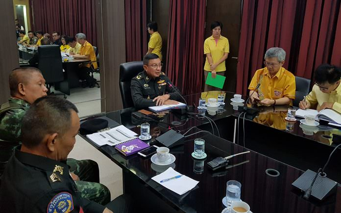 National Council for Peace and Order Banglamung chief Maj. Gen. Popanan Luengpanuwat leads a meeting to address a new and continuing round of complaints about cabbies not using meters and ripping off tourists.