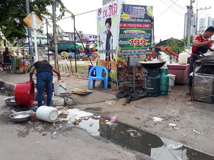 Food sellers at the X-Zyte weekly market have been caught flushing food waste into Pattaya's sewer system with one fined 1,000 baht.