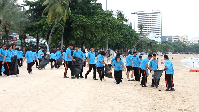 Pattaya residents, government workers and students clean the city's beach to honor HM the King for his birthday.