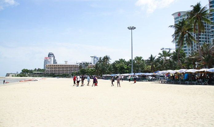 Beach vendors are liking how the rebuilding of Pattaya Beach is proceeding, confident it will draw more customers once completed.
