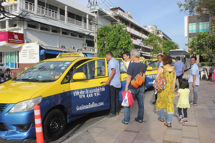 Local taxi cooperatives have officially asked the military to dramatically raise fares in exchange for their cooperation in using meters.