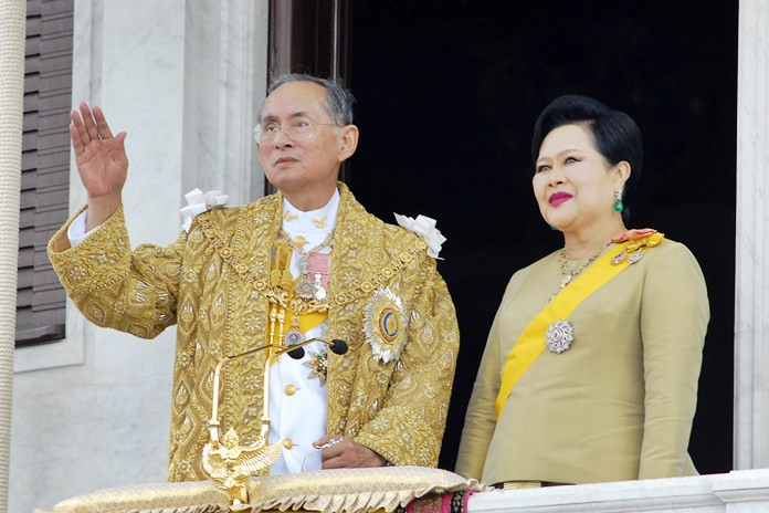 Her Majesty Queen Sirikit stands by His Majesty the late King Bhumibol Adulyadej as he waves to the crowd during celebrations of the 60th anniversary of him becoming Thailand's King June 6, 2006. (AP Photo /Thailand Public Relations Department, HO)