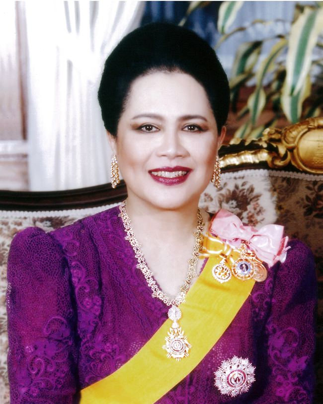 August 12 is a very special day throughout the Thai Kingdom, as it is the day the entire nation celebrates the auspicious occasion of Her Majesty Queen Sirikit's Birthday. The day also is celebrated throughout the Kingdom as Mother's Day. The management and staff of the Pattaya Mail Media Group join Thai people and many others from around the world to present our loyalty and devotion to Her Majesty Queen Sirikit and best wishes for a most Happy Birthday and a continued long life on the occasion of her 86th birthday Sunday, August 12. (Photo courtesy Bureau of Royal Household)