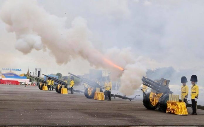 All three elements of the Thai armed forces August 12 performed 21 gun salutes marking the birthday anniversary of Her Majesty Queen Sirikit of the Ninth Reign. (NNT Photo)