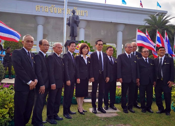 Pattaya Provincial Court Chief Justice Sirawat Kutakul led law practitioners and the general public to pay homage to Prince Rapee Pattanasak, father of the Thai justice system.