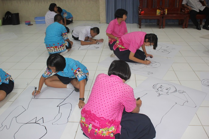 The Pattaya Independent Artists group taught Pattaya School No. 7 students the basics of drawing to spur the growth of young artists.