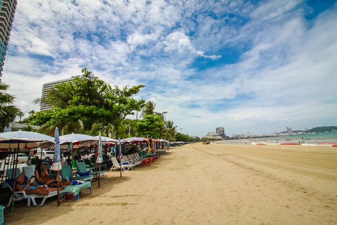 The Pattaya Beach rebuild is finished in the north, and the Marine Department reconfirmed that the 500-million-baht-plus project begun in 2011 will be completed by year-end. Contractors are working in 300-meter parcels, reopening the sand as they complete each 100 meters.