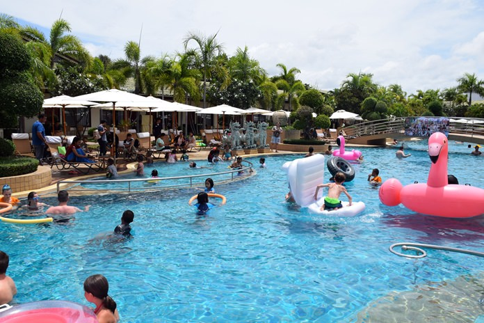 Everyone took turns jumping, swimming and having a great time in the 63 meters long swimming pool.