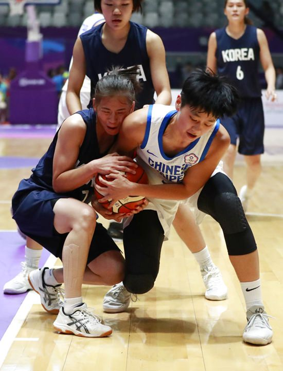 Taiwan's Wu Yingchieh, right, battles for the ball against combined Koreas' Jang Mi Gyong during their women's basketball semifinal match at the 18th Asian Games at Istora Stadium in Jakarta, Indonesia, Thursday, Aug. 30, 2018. (AP Photo/Dita Alangkara)