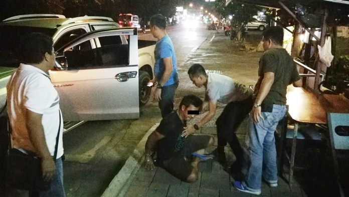 Police capture one of two members of a bag-snatching gang for allegedly grabbing a Chinese tourist's purse in Naklua.