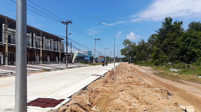 The contractor rebuilding Takhiantia-Wat Sangkapiew Road was fined 40,000 baht a day for failing again to meet a Sept. 10 construction deadline.