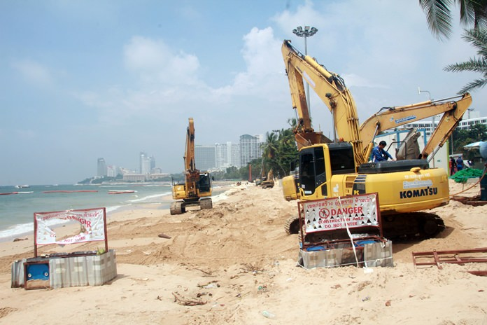 Pattaya Beach from Soi 4 to Soi 7 is closed due to construction.