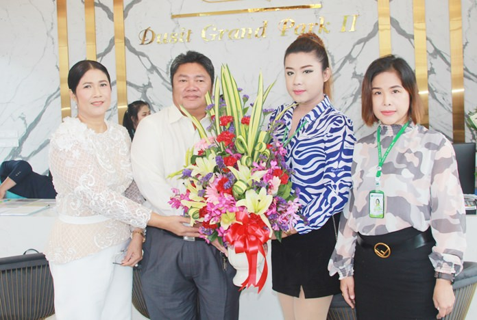 Guests and business partners present flower baskets to congratulate Dusit Group executives Baworn Wongkrasan and Jarin Changlek.